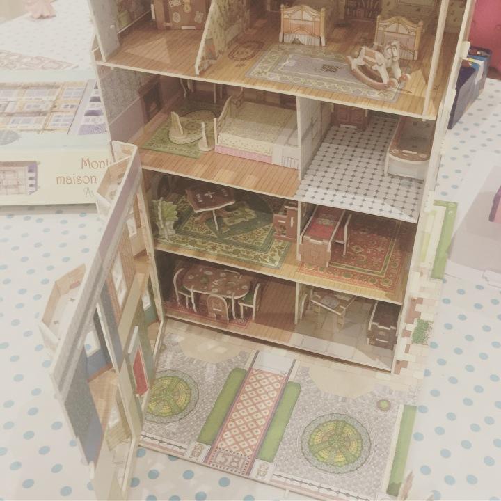 Idée pour le Père Noël : la maison de poupée à monter, made inUsborne